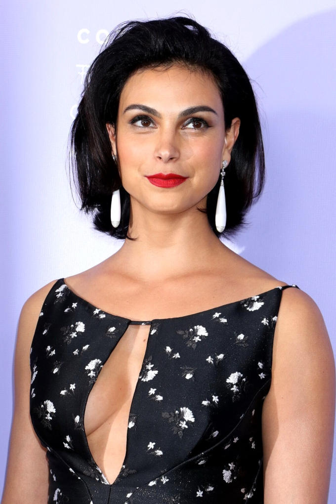Morena Baccarin is Curvy Actress in Hot Outfit