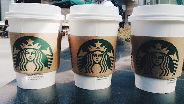 """EE.UU.: Barista de Starbucks escribe """"frijolero"""" en los vasos de un cliente hispano"""