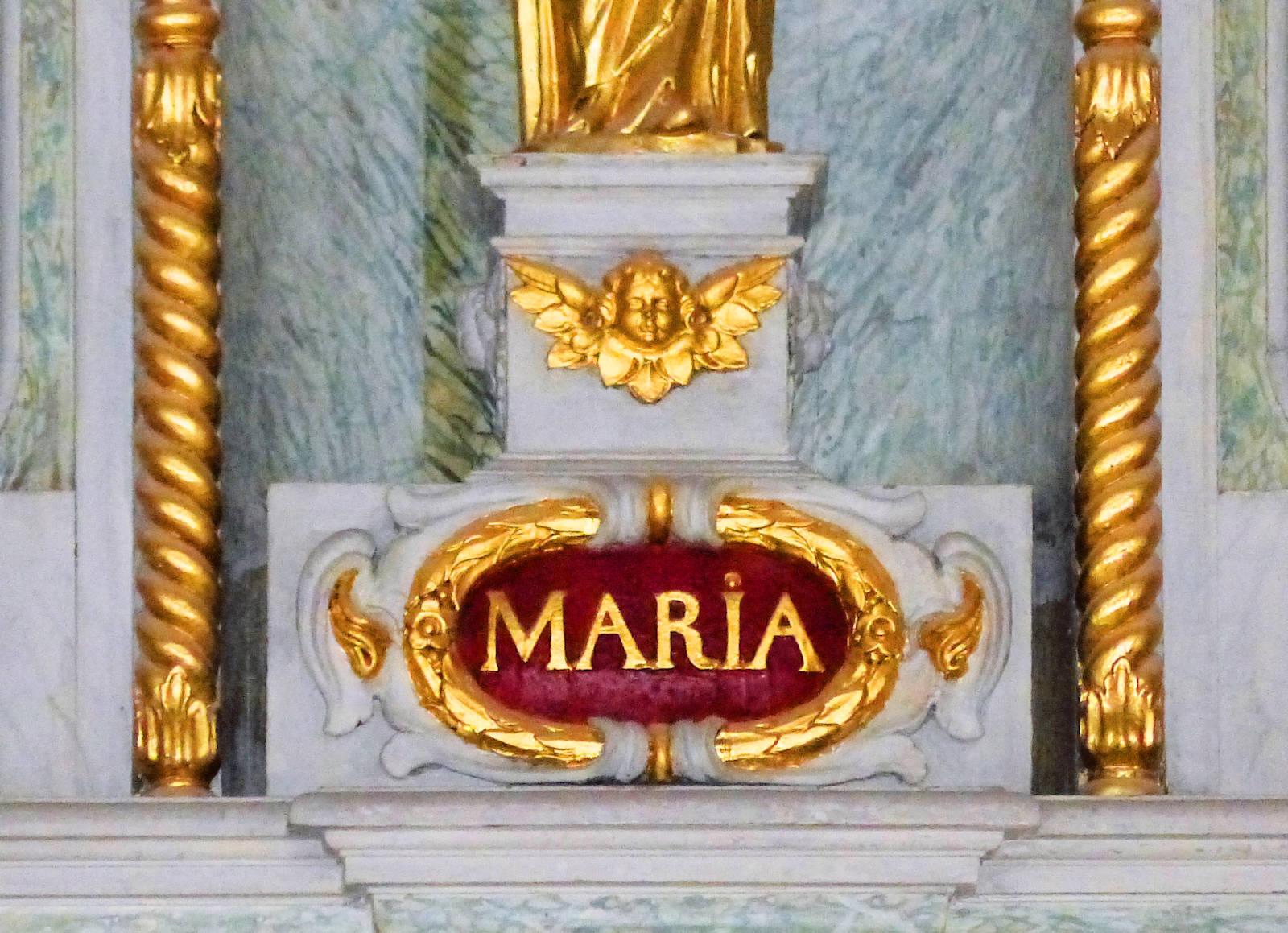 Retable Chapelle de l'Hospice d'Havré, Tourcoing - Socle de la statue de Marie