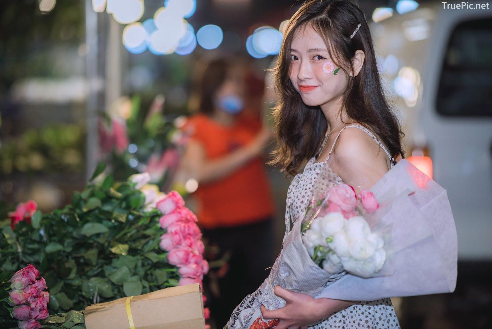 Vietnamese Hot Girl Linh Hoai - Strolling on the flower street - TruePic.net - Picture 8