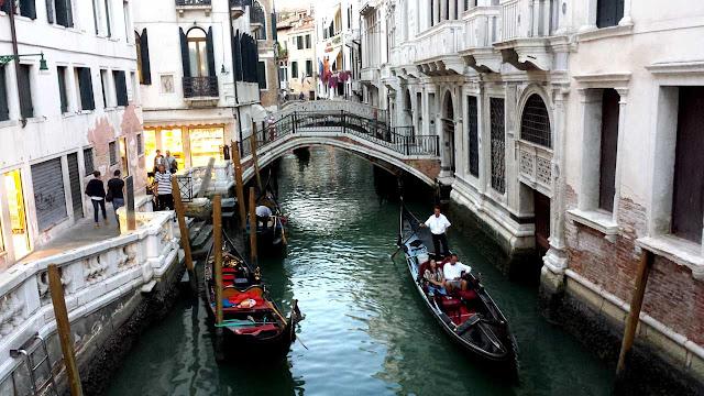 Venecia puentes y góndolas