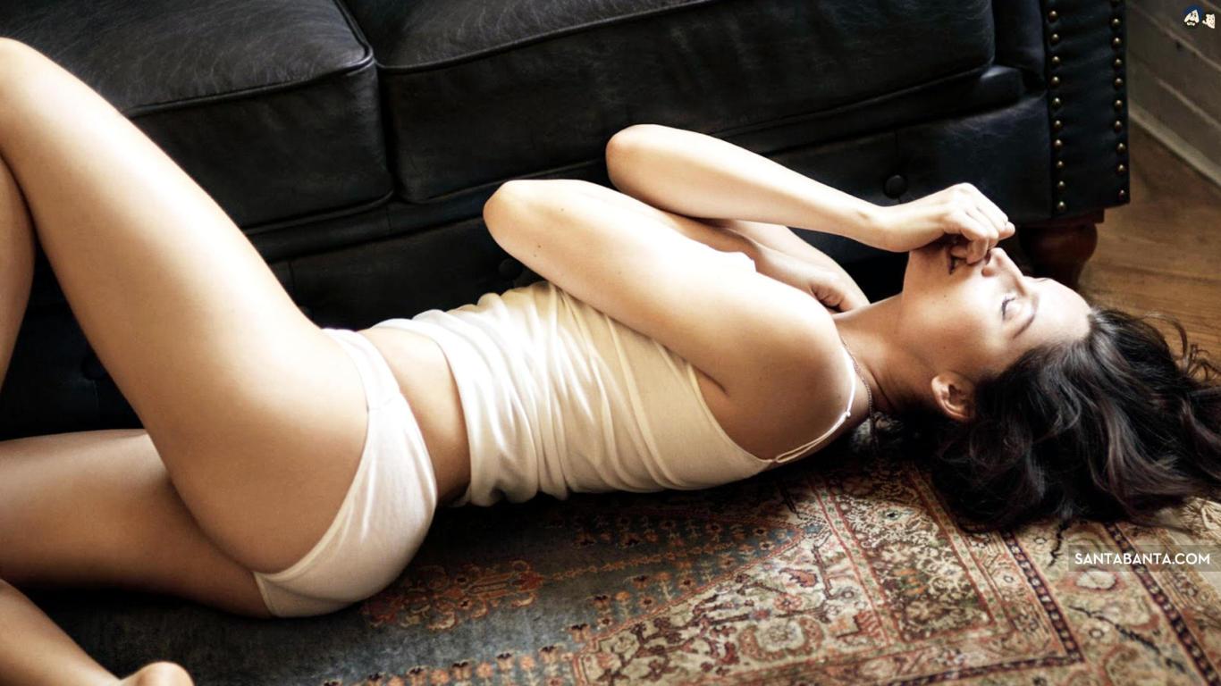 Laetitia Casta Super Sexy Ass Wallpaper
