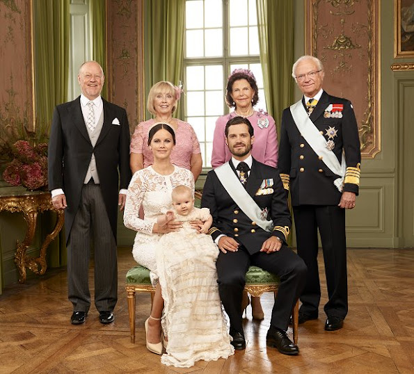 Erik Hellqvist, Marie Hellqvist, Princess Sofia with Prince Alexander, Prince Carl Philip, The Queen and The King. Second row: Lina Frejd, Victor Magnuson, Cajsa Larsson, Jan-Åke Hansson, The Crown Princess with Prince Oscar and Princess Madeleine with Princess Leonore. Third row: Christopher O'Neill with Prince Nicolas, Prince Daniel with Princess Estelle, Sara Hellqvist and Britt Rotman