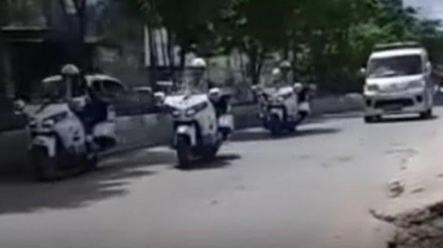 Viral Ambulans Salip Rombongan Presiden, Sopir Sempat Kaget dan Bilang Izin, Jokowi Lambaikan Tangan