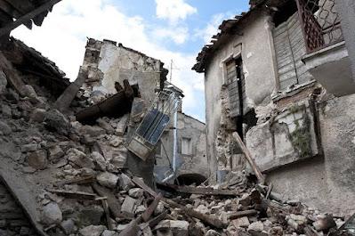 ما هي أسباب الهزات الأرضية (الزلازل)؟
