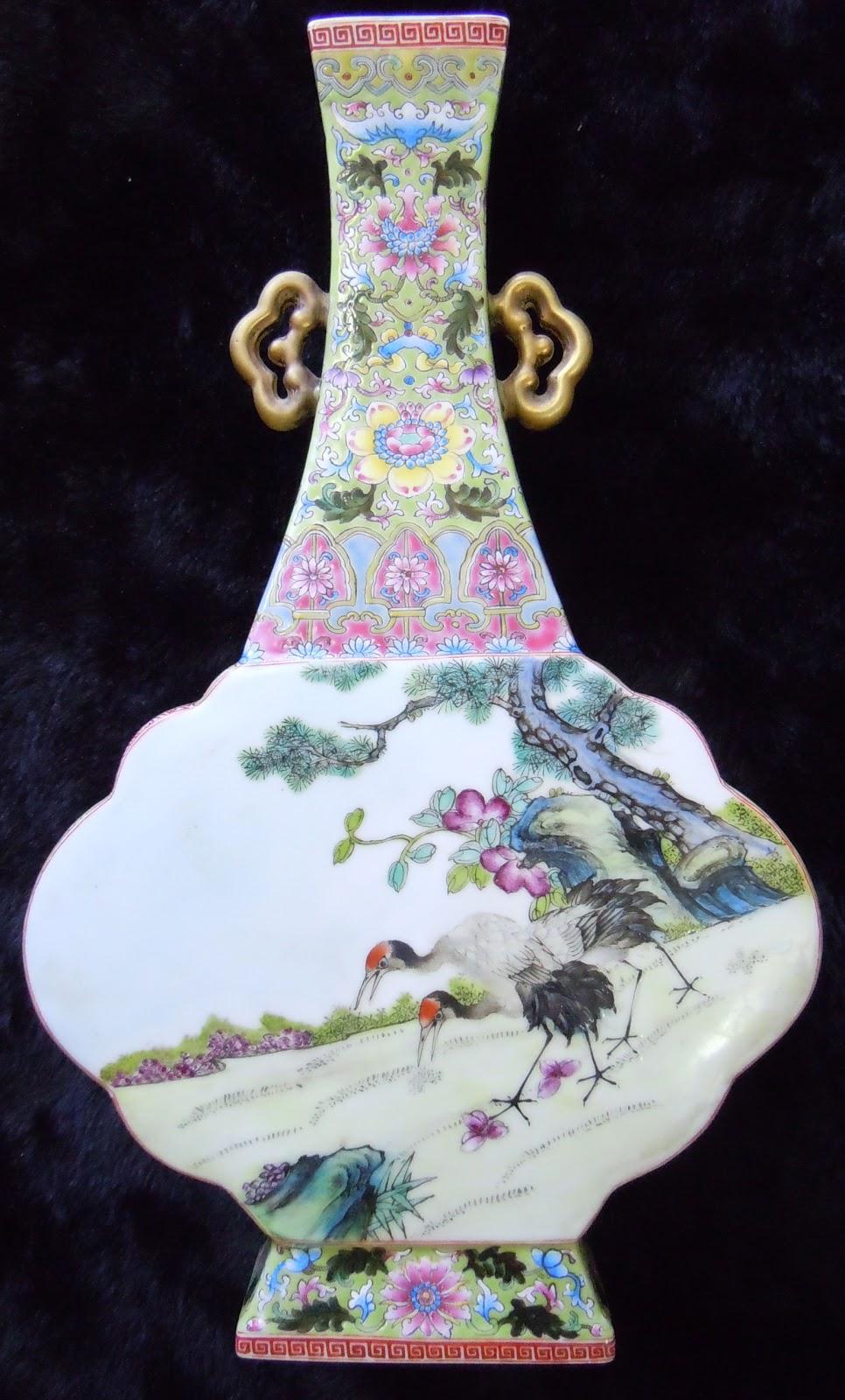 中國古代宮廷瓷器: 大清乾隆年製 琺瑯彩 福壽康寧賀壽雙耳扁壺