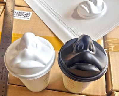 Café por la mañana y un beso