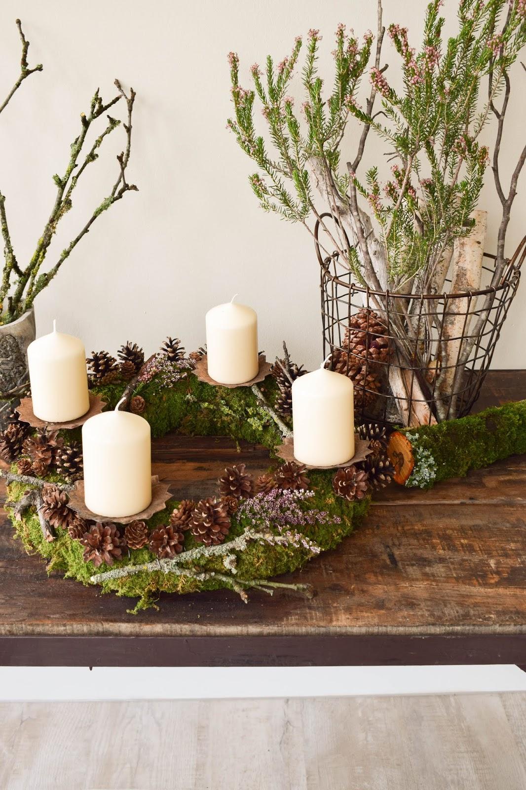 Adventskranz selber machen. DIY Mooskranz für Advent mit Zapfen und ganz viel Natur. Adventskranz Ideen