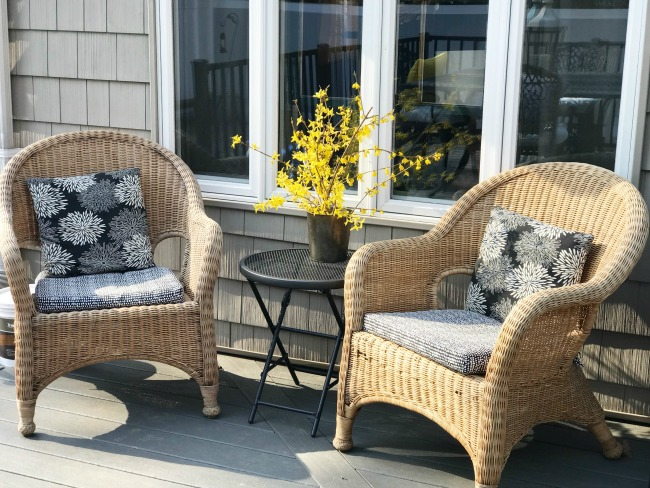 Wicker furniture ideas on a new deck