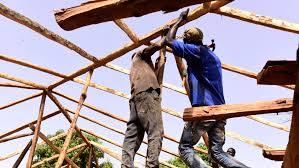 Les charpentiers sénégalais, maitres dans l'art du bois et du métal : Art, artisanat, charpentier, bâtiment, fabrication, contruction, maison, bois, architecture, main, LEUKSENEGAL, Dakar, Sénégal, Afrique