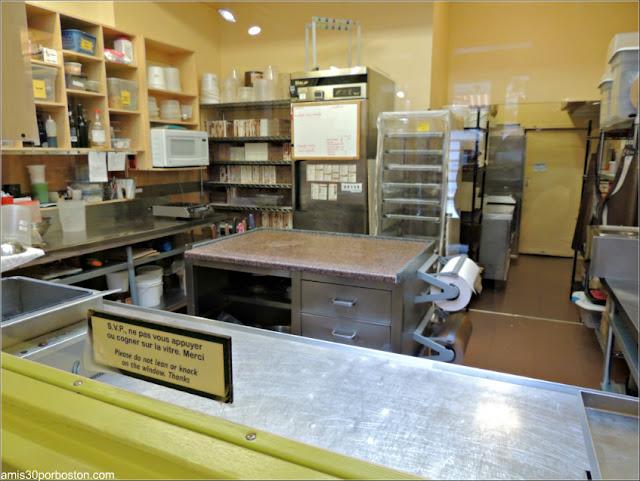 Zona de Trabajo en Érico-CHOCOLATERIE-Musee-Du-Chocolat en Quebec