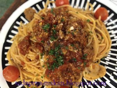 Spaghetti Meatball Bolognese