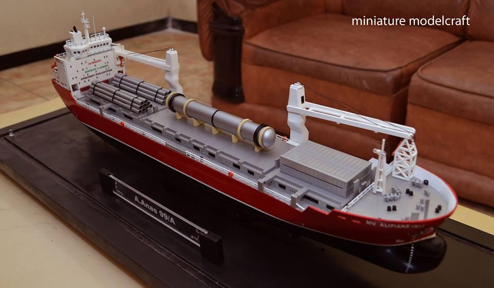miniatur kapal barang cargo mv hhl congo