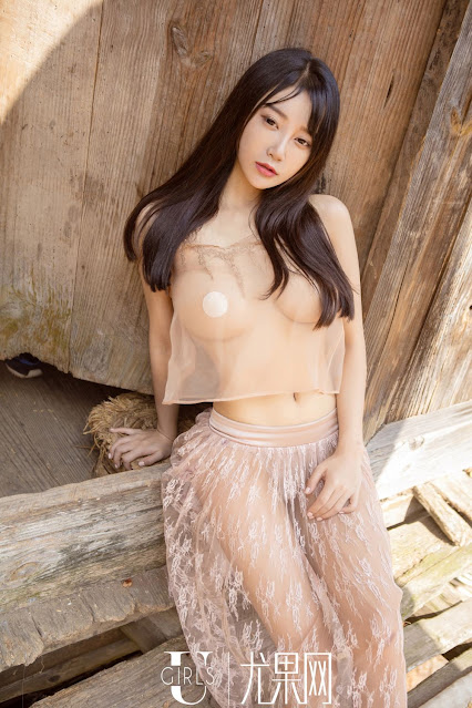 Hot and sexy big boobs photos of beautiful busty asian hottie chick Chinese booty model He Jia Ying photo highlights on Pinays Finest sexy nude photo collection site.