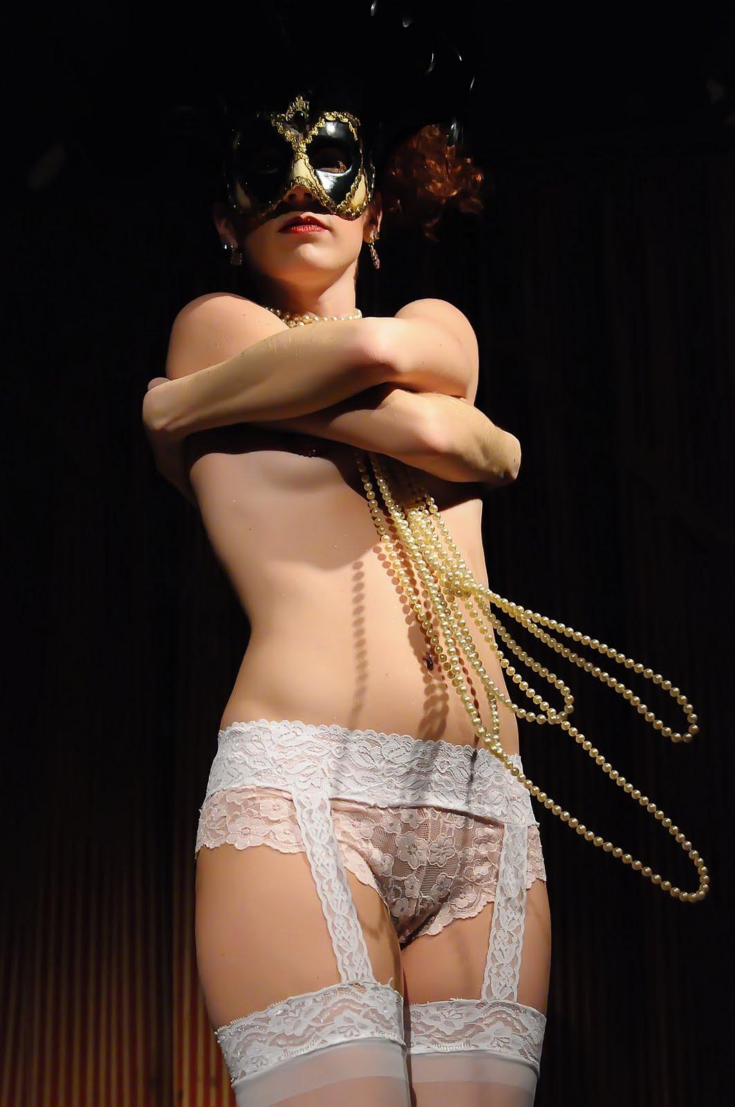 Songtext Naked Cousin von PJ Harvey