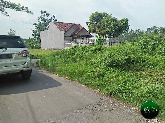 Tanah Hook jalan Godean Km 8,5