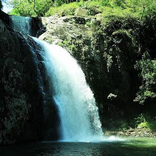 A Cascata das Três Quedas fica no Camping da Cascata do Chuvisqueiro, em Riozinho