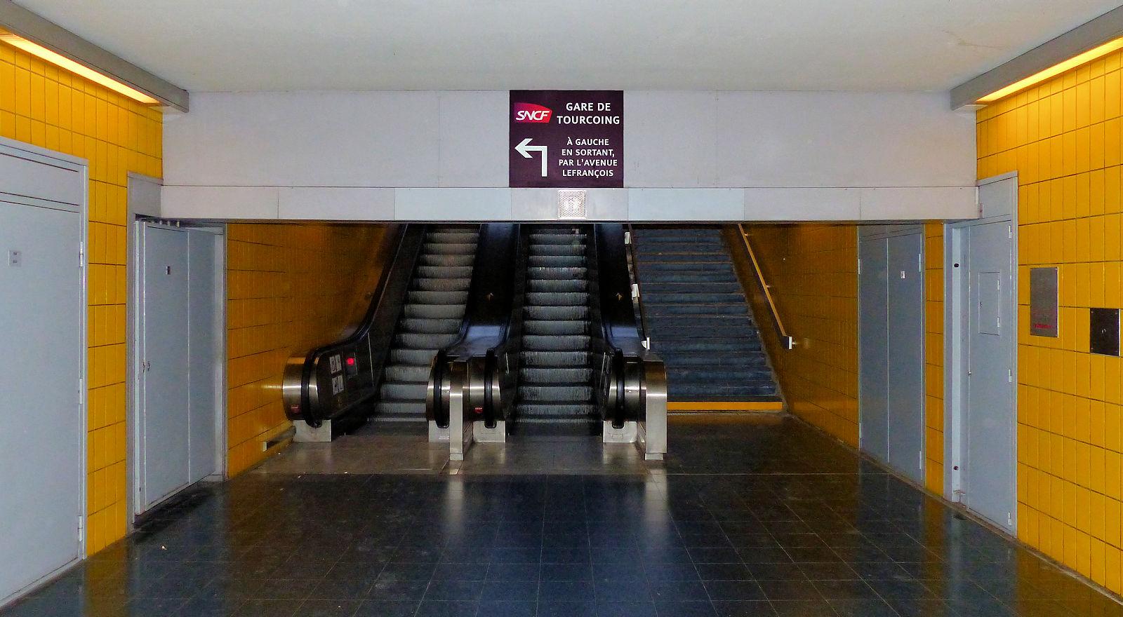 """Station de Métro """"Gare de Tourcoing"""" - Place Sébastopol, Tourcoing."""