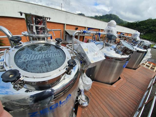 Cerveja Blumenau mira em inovação com implantação de nanocervejaria, envase de latas e adega para barris