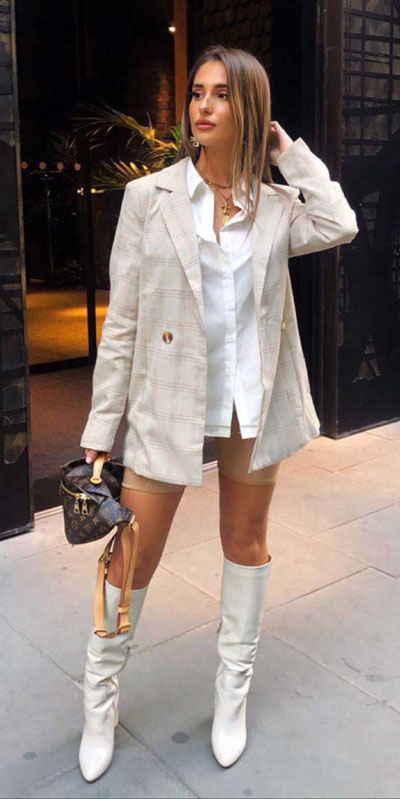 Capture everyone's attention with these latest summer looks. 27 Trending Summer Outfits by Stylish Instagram Influencers. Summer Styles via higiggle.com | blazer | #summeroutfits #instagram #style #blazer