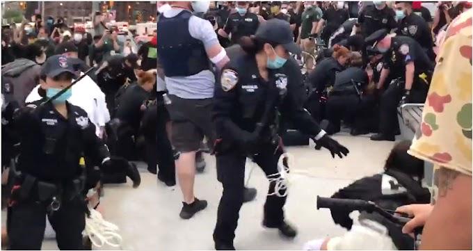 Mujeres policías reparten macanazos a diestra y siniestra contra manifestantes por asesinato de Floyd