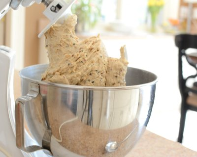 Easy Everyday Bread for the Stand Mixer ♥ KitchenParade.com. Keeps for Days. Adaptable & Budget Friendly.