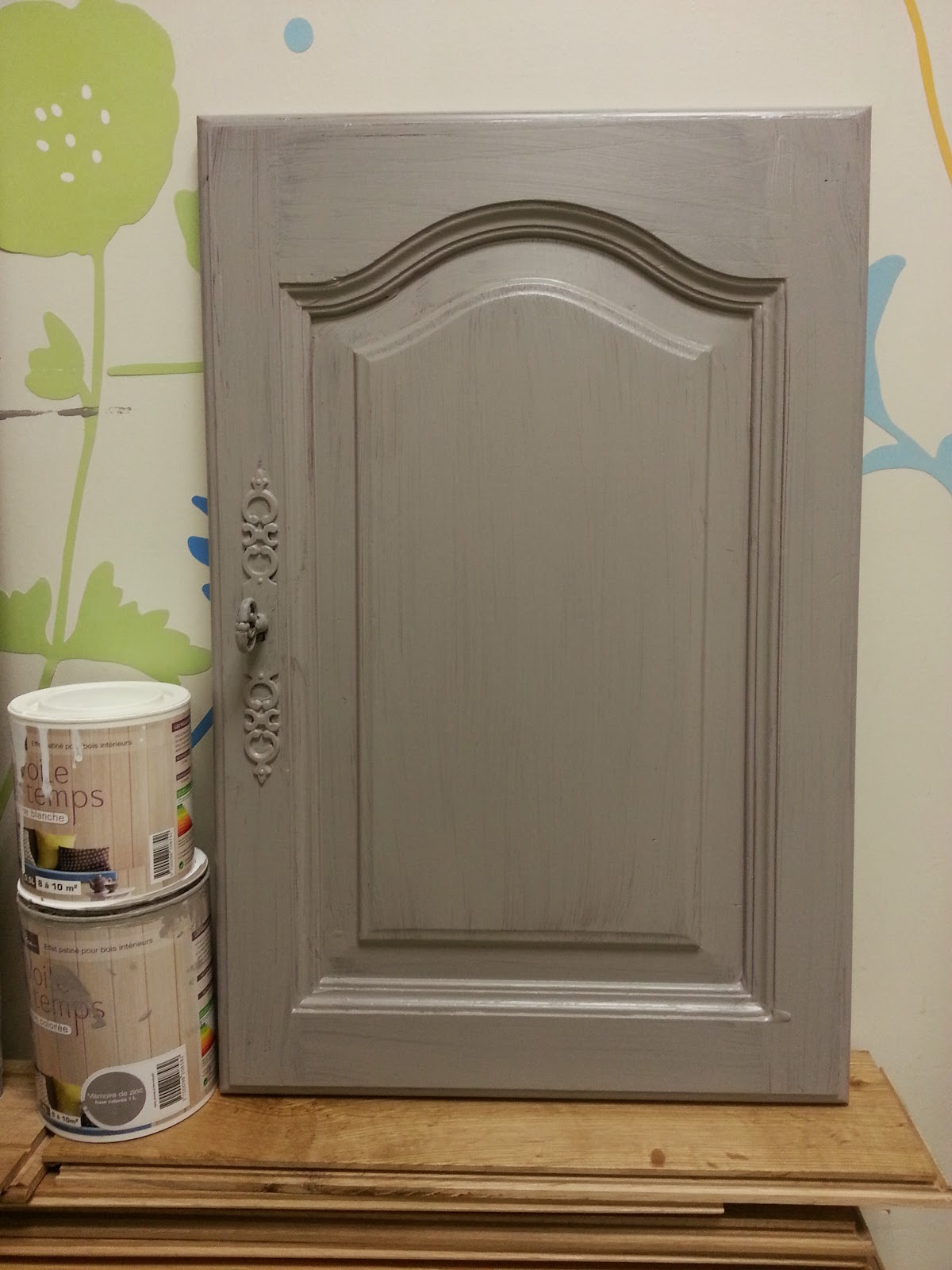 peinture sur meuble repeindre portes cuisine ch ne massif vernis cours de. Black Bedroom Furniture Sets. Home Design Ideas