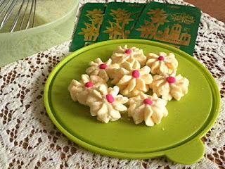 Daisy Cookies/Biskut Dahlia @ treatntrick.blogspot.com