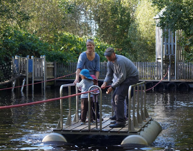 Die Tolk-Schau: Ein spannender Familien-Freizeitpark für Groß und Klein. Im Wasserpark und mit dem Floß über den See.