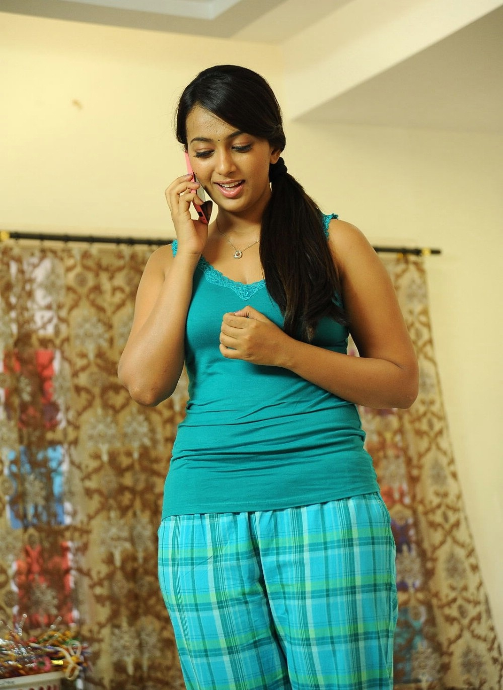 Ester Noronha Full HD Pictures - HD Latest Tamil Actress ...
