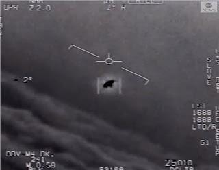 Pentágono divulga vídeos de OVNIs.