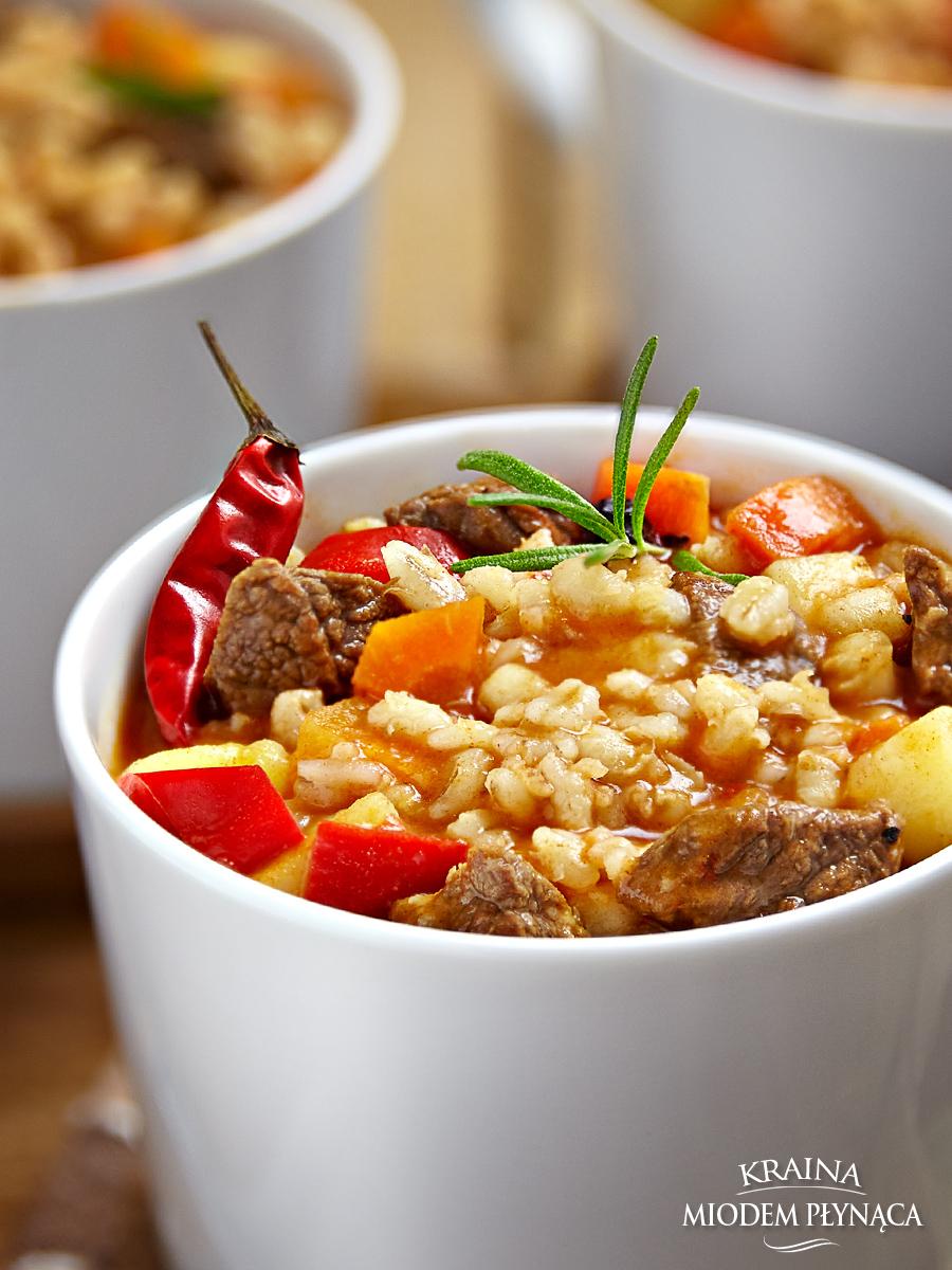 zupa gulaszowa, zupa węgierska, zupa z wołowiną, zupa z pęczkiem, rozgrzewająca zupa, kraina miodem płynąca