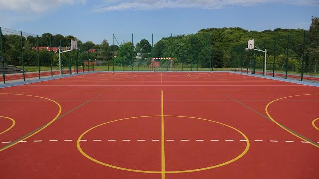 Mamy to! Umowa podpisana. Będzie boisko wielofunkcyjne dla dzieci i dodatkowe do koszykówki... - Więcej »