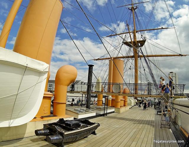 Estaleiros Históricos de Portsmouth, Inglaterra, navio HMS Warrior