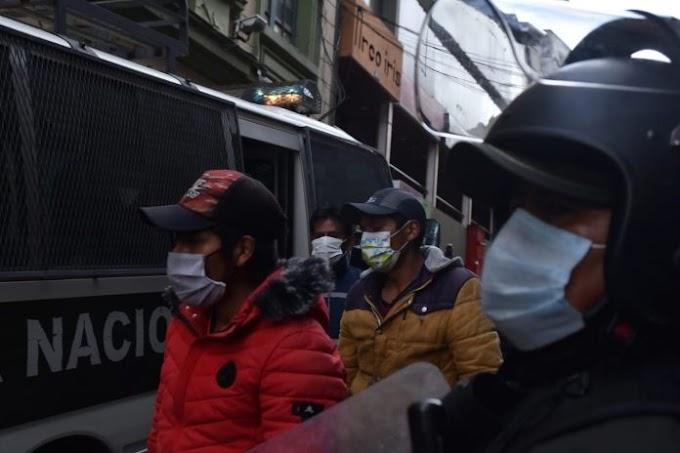 Justicia dispone detención preventiva para 33 detenidos por disturbios en El Alto