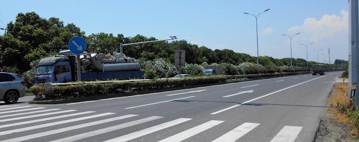 蘇州の幹線道路に咲き連なる夾竹桃