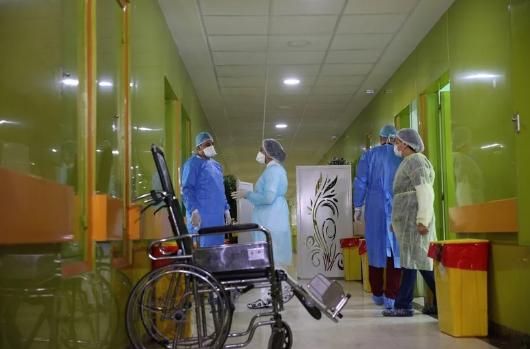 """وزارة الصحة تشرع في صرف منح """"كوفيد 19"""" للأطر الطبية والتمريضية"""