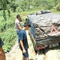 Bahaya! Jembatan Sungai Bengeh Jebol, Satu Mobil Hampir Jatuh Kesungai