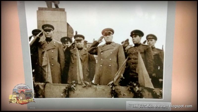 Иван Конев, Никита Хрущёв, Георгий Жуков на митинге в Харькове. Август 1943