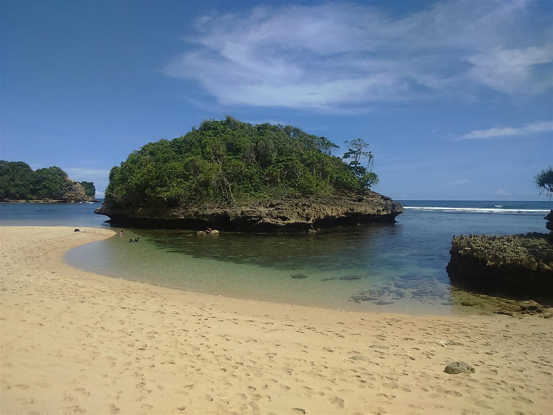 Pantai Kedung Celeng Malang Langkah Kecilku