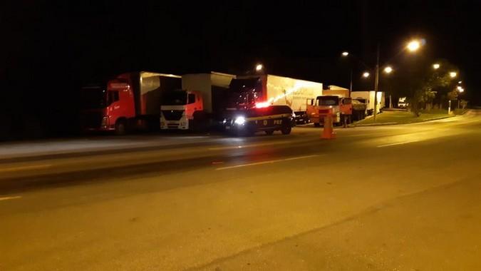 PRF autua 11 caminhoneiros por descumprimento da Lei do Descanso na BR-116/MG