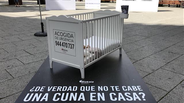 Acto de promoción de la campaña foral de acogida de niños