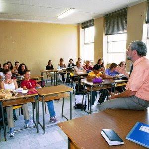 http://www.repubblica.it/scuola/2016/11/13/news/guida_per_i_docenti_italiani_come_usare_i_500_euro_di_aggiornamento_della_buona_scuola-151926091/?ref=HREC1-6