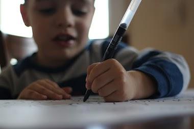 La lengua de signos reduce las faltas de ortografía en niños y niñas sordas
