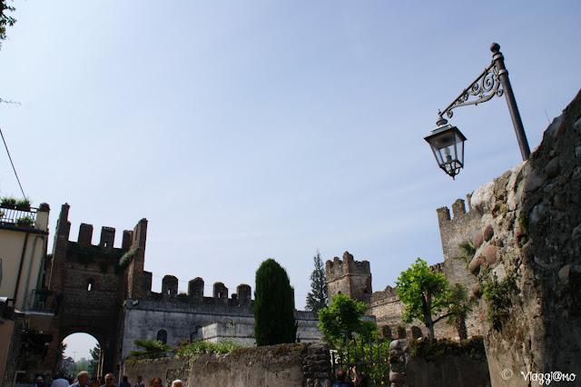Parte delle Mura di Lazise che si estendono al castello