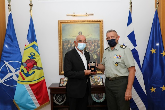 Συνάντηση Α/ΓΕΕΘΑ με τον νέο (πολίτη πλέον) Πρόεδρο του ΔΣ του Πολεμικού Μουσείου (ΦΩΤΟ)