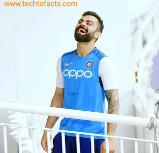 What is the monthly income of Virat Kohli?