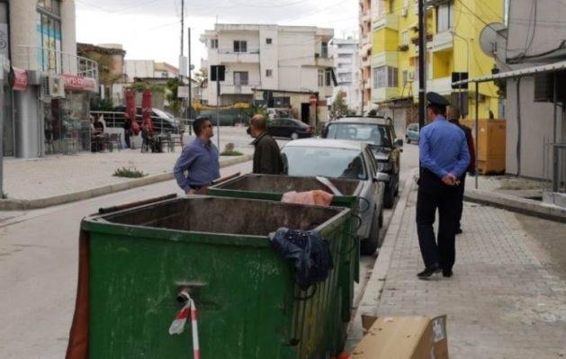57/5000 Një nënë në Lushnje hedhur në mbeturina fëmijën e saj 2-ditore