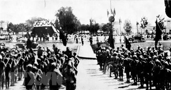 Nhân dân và đồng bào nghe đọc tuyên ngôn độc lập ngày 2-9