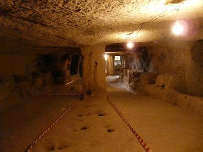 Η Σπηλιά στην Καππαδοκία, χώρος σαν αυτόν του στάβλου,  όπου πέρασε ο όσιος Ιωάννης τα χρόνια της αιχμαλωσίας του.